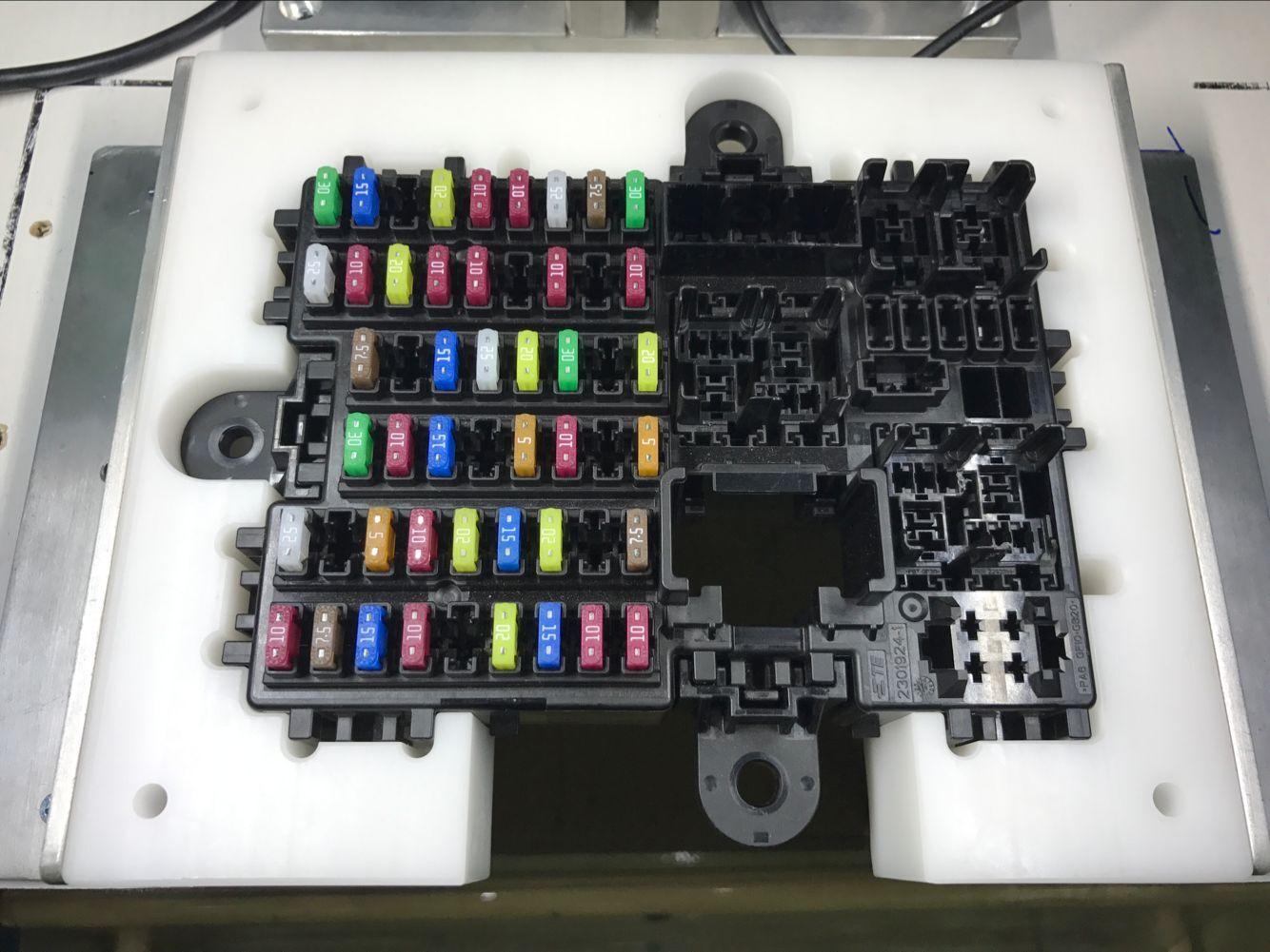 汽车线束保险盒装配检测设备-专业的汽车线束加工设备